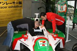 Visit of Honda Museum at Twin Ring Motegi: Tony Kanaan and Helio Castroneves in the Brazilian driver