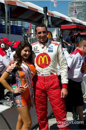 Justin Wilson con Miss Grand Prix de Long Beach