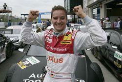 Timo Scheider fête sa pole position