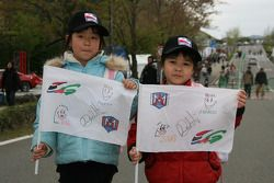 Young fans of Marco Andretti
