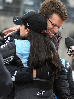 Ganador de la carrera Danica Patrick celebra con su marido Paul