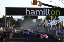 Garth Tander leads the field on the restart (Toll Holden Racing Team Commodore VE)