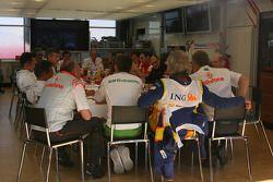 Reunión de Jefes de equipos, Ron Dennis, McLaren, director del equipo, Presidente, Nick Fry, Honda Racing F1 Team, Director Ejecutivo y Flavio Briatore, Renault F1 Team, jefe del equipo, Managing Director, Dr. Mario Theissen, BMW Sauber F1 Team, BMW Motorsport directo