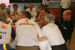 Teams meeting, Bernie Ecclestone, Adrian Newey, Red Bull Racing, Teknik Direktörü, Flavio Briatore,