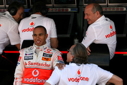Lewis Hamilton, McLaren Mercedes, Ron Dennis, Presidente de McLaren y director del equipo y Mansour