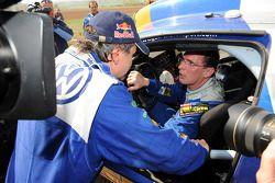 El ganador del rally, Carlos Sainz, y el tercer clasificado Dieter Depping