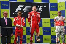 Podium: race winner Kimi Raikkonen with Felipe Massa, Lewis Hamilton and King Juan Carlos