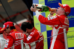Podio: el ganador de la carrera, Kimi Raikkonen