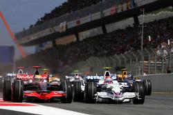 Start: Robert Kubica, BMW Sauber F1 Team, F1.08 and Lewis Hamilton, McLaren Mercedes, MP4-23