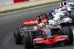 Lewis Hamilton, McLaren Mercedes, MP4-23 leads Robert Kubica, BMW Sauber F1 Team, F1.08