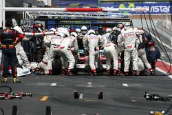Jarno Trulli, Toyota F1 Team during pitstop