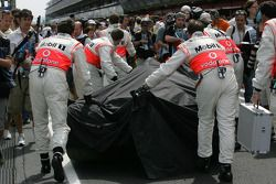 Heikki Kovalainen, McLaren Mercedes, MP4-23, crash damaged chassis