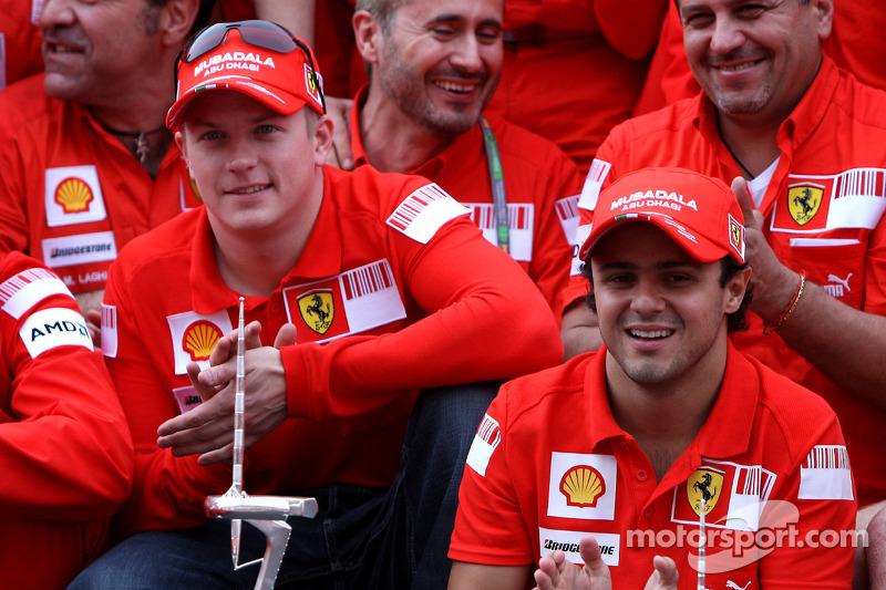 Dupla da Ferrari celebra