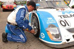 Tire pressure check for the #01 Lexus Riley