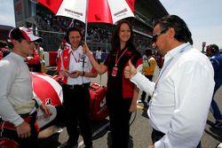 Anthony Davidson Super Aguri F1, Richard Lane Super F1 Race Engineer, Emma Buxton, Super Aguri F1 Te