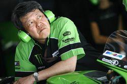Membre de l'écurie Kawasaki Racing au travail