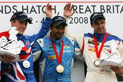 Podium: race winner Narain Karthikeyan with Robbie Kerr and Neel Jani