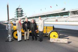 Rick Mears, Mari Hulman George, A.J. Foyt, Al Unser Sr. and Tony George pose with the Borg Warner tr