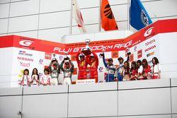GT300 podium: class winners Kohei Hirate and Keisuke Kunimoto, second place Kazuki Hoshino and Hironobu Yasuda, third place Kazuho Takahashi and Hiroki Katoh