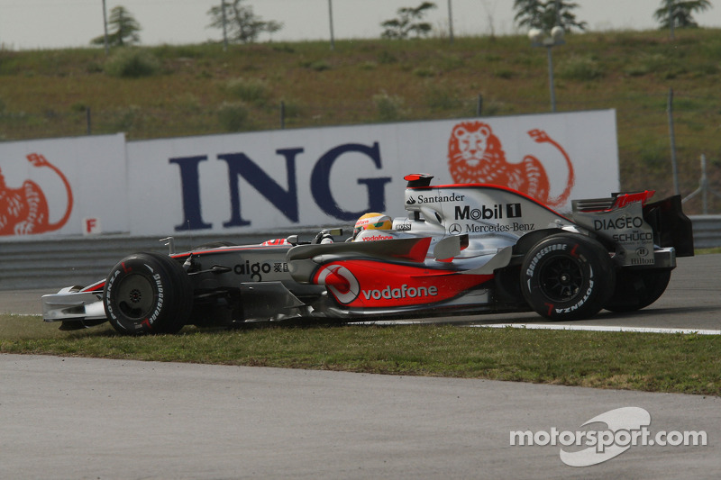 Lewis Hamilton, McLaren Mercedes, MP4-23, spins