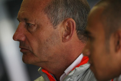 Ron Dennis, Presidente de McLaren y director del equipo y Lewis Hamilton, McLaren Mercedes