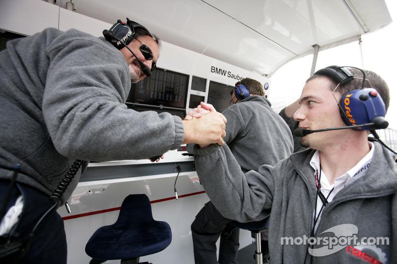 Альфонсо де Орлеанс Борбон, руководитель Racing Engineering Team празднует поул-позицию Джорджио Пан