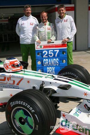 Rubens Barrichello, Honda Racing F1 Team, celebrando 257 corridas