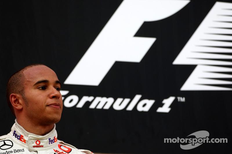 Lewis Hamilton chegou em segundo com a McLaren