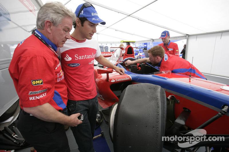 Bruno Senna and Paul Jackson, iSport International Team Principal look at his damaged car