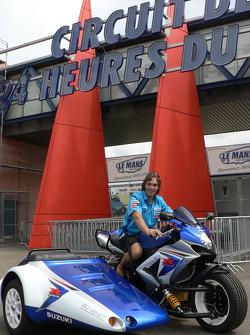 Chris Vermeulen à l'entrée du circuit des 24 Heures du Mans