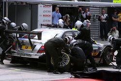 Arrêt au stand pour Bernd Schneider, Team HWA AMG Mercedes, AMG Mercedes C-Klasse