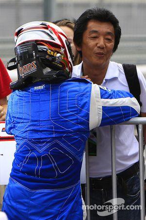 Ryuichi Nara celebrate with family members