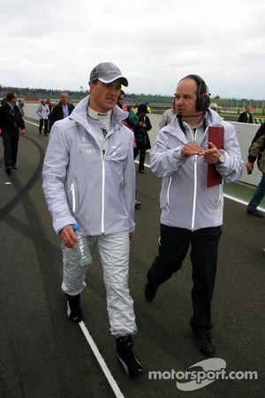 Ralf Schumacher, Mücke Motorsport AMG Mercedes, with his race engineer