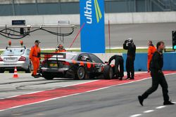 Christijan Albers, TME, Audi A4 DTM, forced to stop at the pitlane exit with a loose left front whee