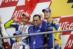 Podium: race winner Valentino Rossi celebrates with Jorge Lorenzo
