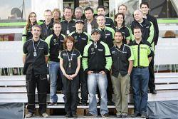 Джон Хопкнс с членами команды Kawasaki France