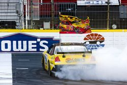 Burnout contest: Kevin Harvick competes in the burnout contest