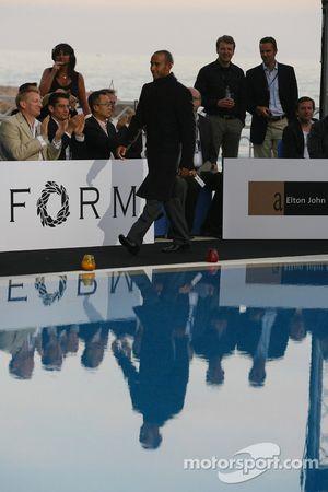 Льюис Хэмилтон, McLaren Mercedes на мероприятии фонда Элтона Джона по борьбе со СПИДом