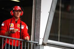 Michael Schumacher, Test Driver, Scuderia Ferrari, eating during the session