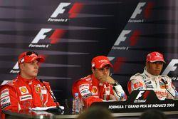 Второе место - Кими Райкконен, Scuderia Ferrari, первое место - Фелипе Масса, Scuderia Ferrari, третье место - Льюис Хэмилтон, McLaren Mercedes