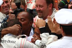 Anthony Hamilton, Father of Lewis Hamilton kisses his son 1st place Lewis Hamilton, McLaren Mercedes