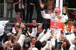 1st place Lewis Hamilton, McLaren Mercedes and celebrates with the team