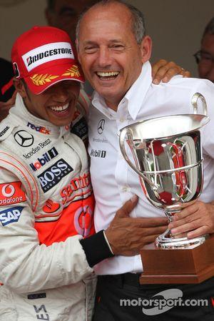 Winner, 1st, Lewis Hamilton, McLaren Mercedes, MP4-23 and Ron Dennis, McLaren, Team Principal, Chair
