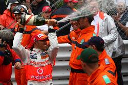 Ganador de la carrera Lewis Hamilton, McLaren Mercedes