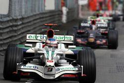 Дженсон Баттон, Honda Racing F1 Team едет впереди Себастьяна Феттеля, Scuderia Toro Rosso