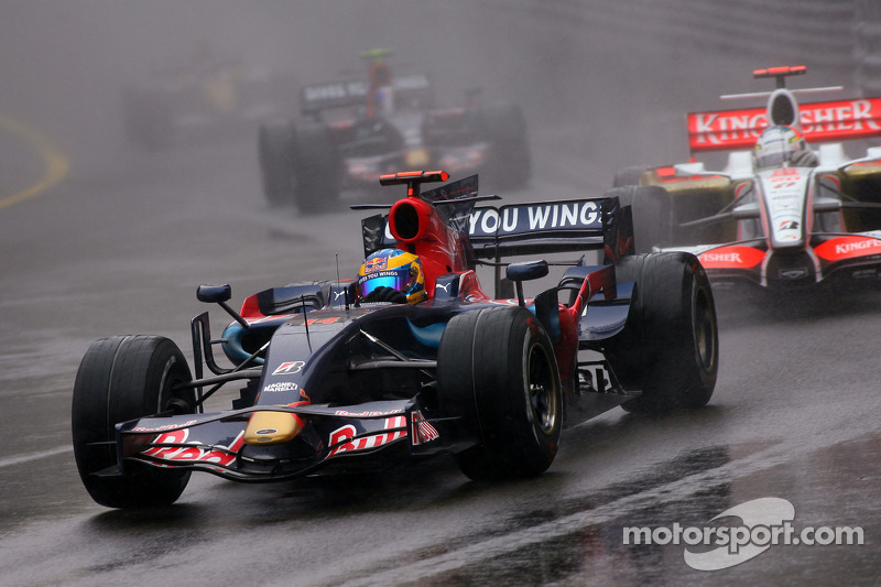 Liuzzi deu lugar ao francês Sebastien Bourdais na Toro Rosso em 2008. Já Vettel conquistou sua primeira vitória, e a única da equipe, ao triunfar no GP da Itália.