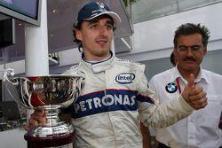 Robert Kubica, BMW Sauber F1 Team, celebrates 2nd place with Dr. Mario Theissen, BMW Sauber F1 Team