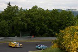 Manthey Racing Porsche 911 GT3 : Bert Lambrecht, Jean-François Hemroulle, Lance David Arnold; MSC Rhön e.V. im AvD BMW M3 : Pierre de Thoisy, Thierry Depoix, Éric Van de Vyver