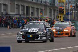 #67 BMW 130i: Heiko Hahn, Tom Robson, Kristian Vetter