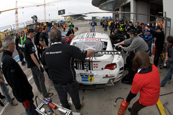 Pit stop for #69 BMW Z4 Coupé: Rudi Adams, Michael Funke, Arnd Meier
